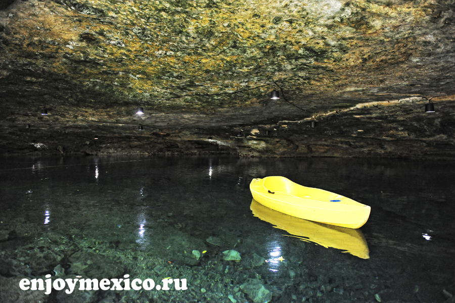 лодка в сеноте мексика