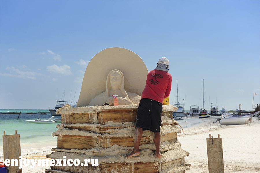 пляж марома песчаная статуя