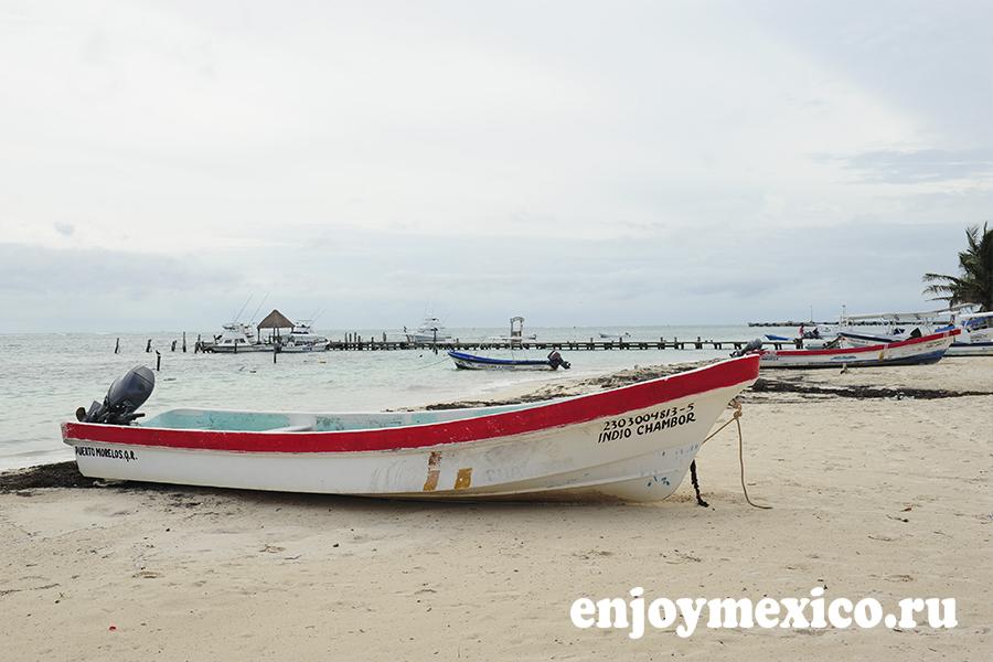 лодка на пляже пуэрто морелос мексика