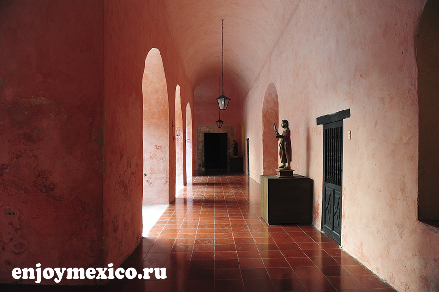 монастырь сан бернардино де сиена вальядолид мексика