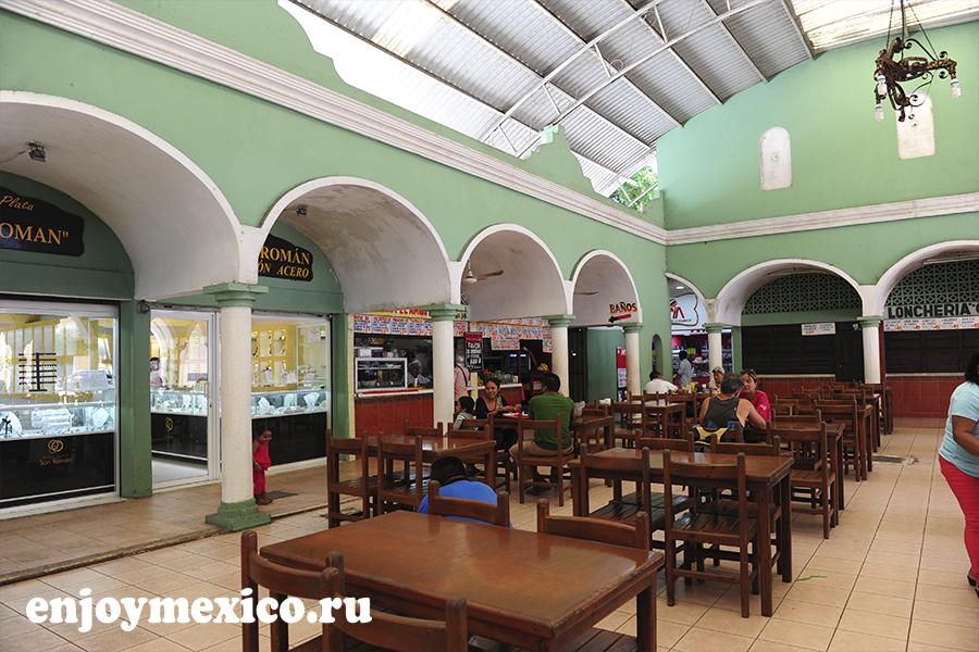ресторан в дворике вальядоли мексика