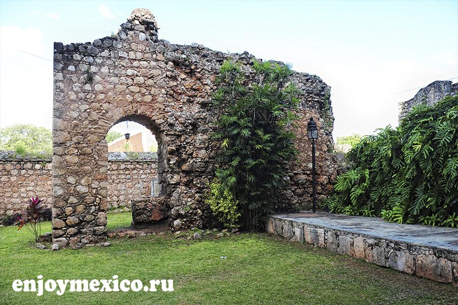 старая арка в сан бернардино де сиена вальядолид мексика