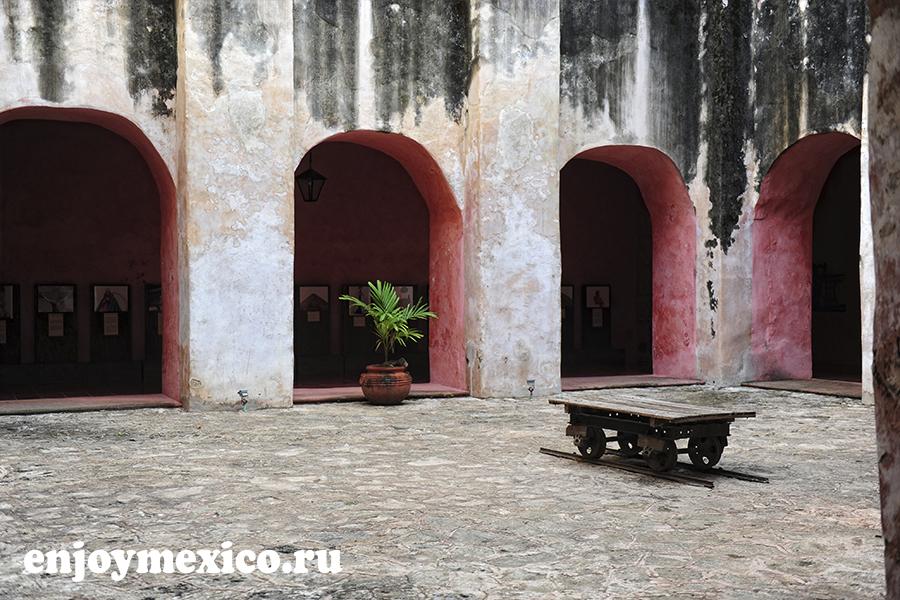 внутренний дворик сан бернардино де сиена вальядолид мексика
