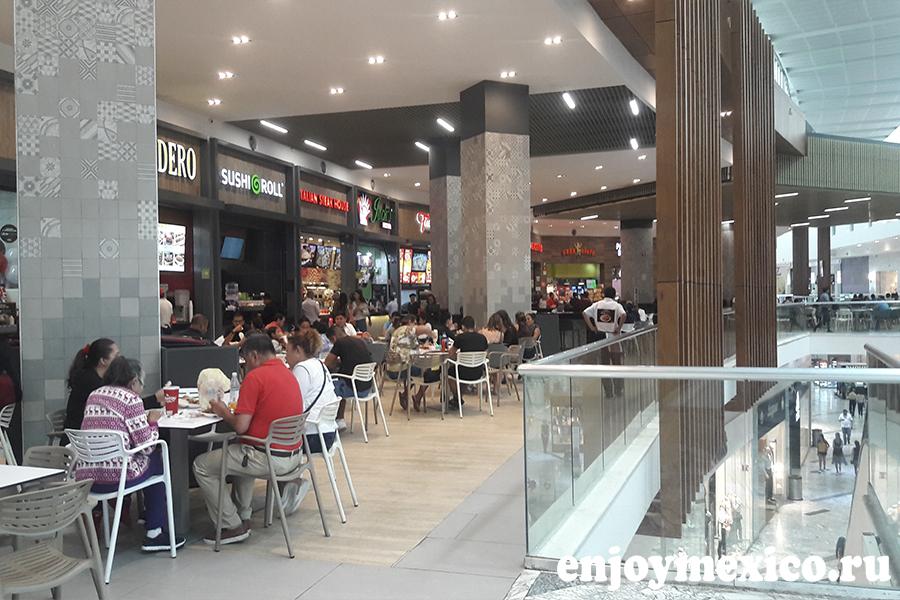 ресторанный дворик в шоппинг молле в канкуне