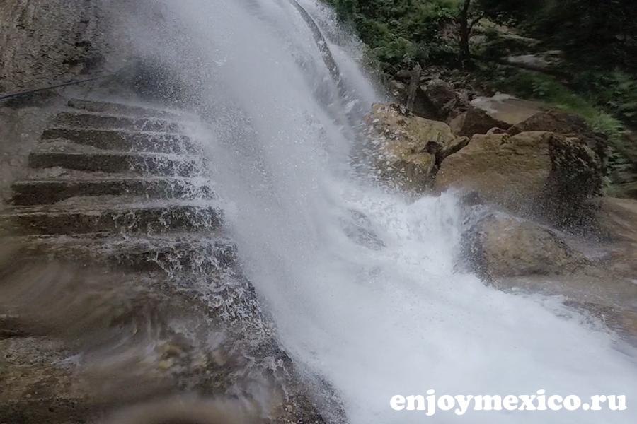 главный вход в водопад