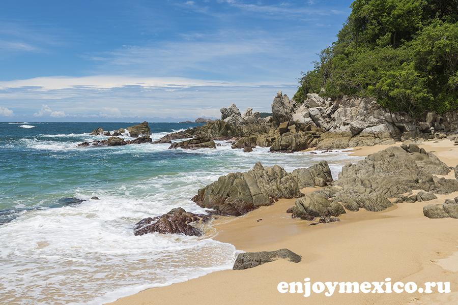 камни на пляже техонсито уатулько мексика