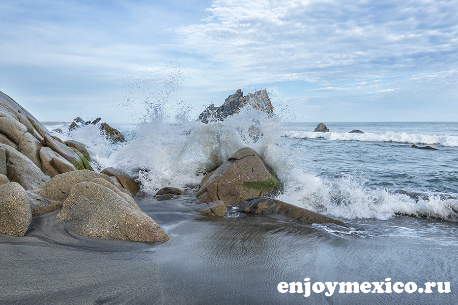 волны на пляже ла бокана уатулько мексика