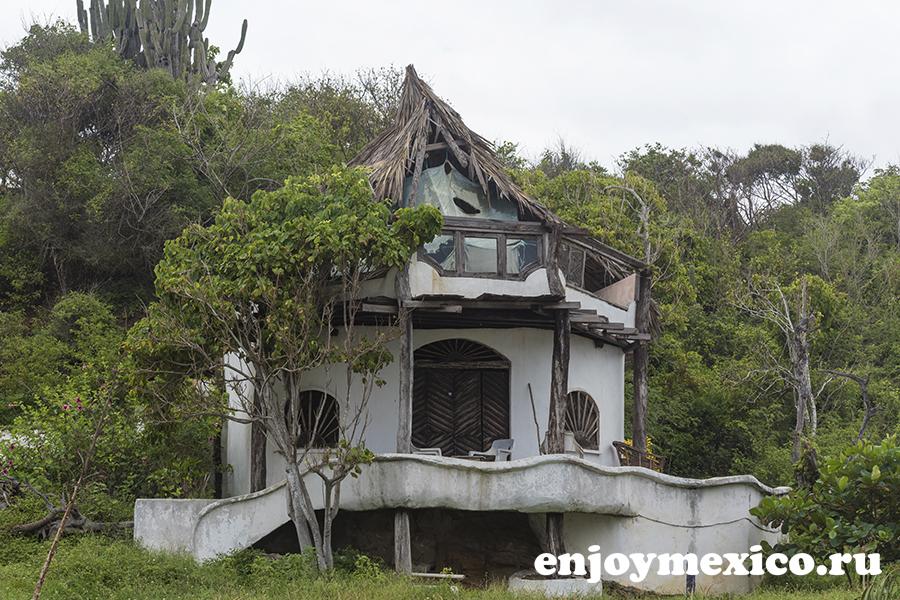 заброшенный отель зиполите мексика