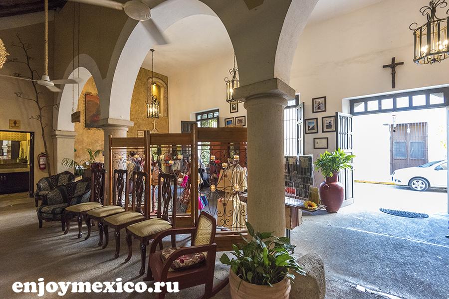 колонны в ресторане в мексике