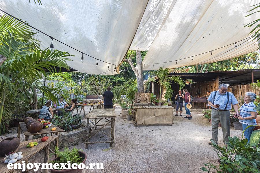 внутренний дворик ресторан мексика