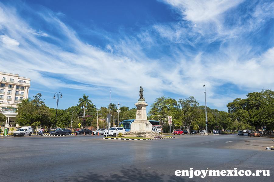 главная улица в мериде мексика