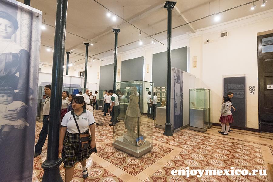 школьники в мексике в музее