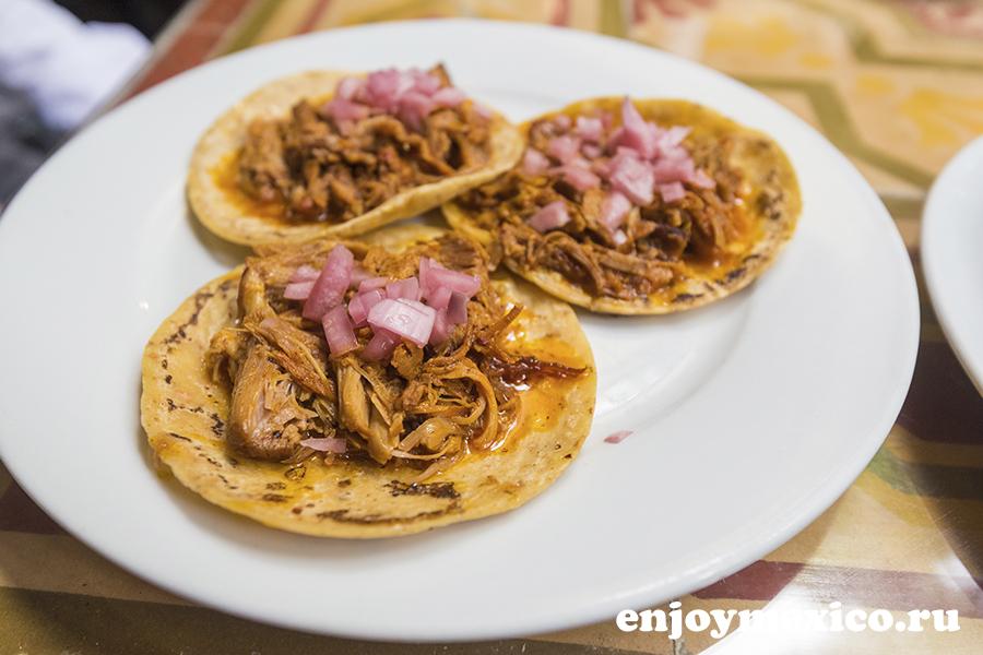 такосы в ресторане мексики